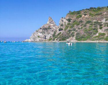 ブーツのつま先、カラブリアのターコイズな海!
