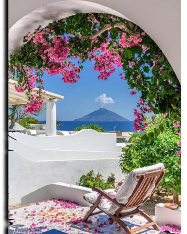シチリア島の北東に位置する火山群の島々 エオーリエ諸島