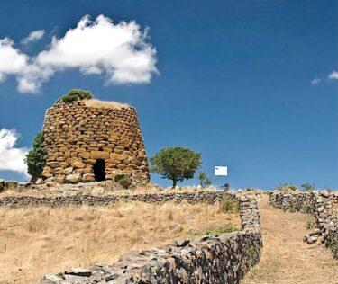 イタリア、サルデーニャ島の歴史建造物ヌラーゲ!