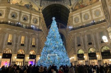 ミラノのアーケード下のとても美しいクリスマスイルミネーション