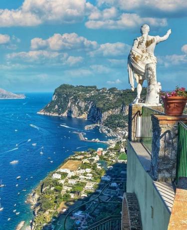 イタリアの高級リゾート地「カプリ島」!