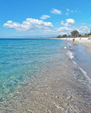 カラーブリア州ロッチェッラ・ヨーニカ のクリスタル色な海!