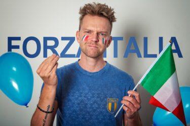 なんでイタリア人は喋るときにジェスチャーを使うの?